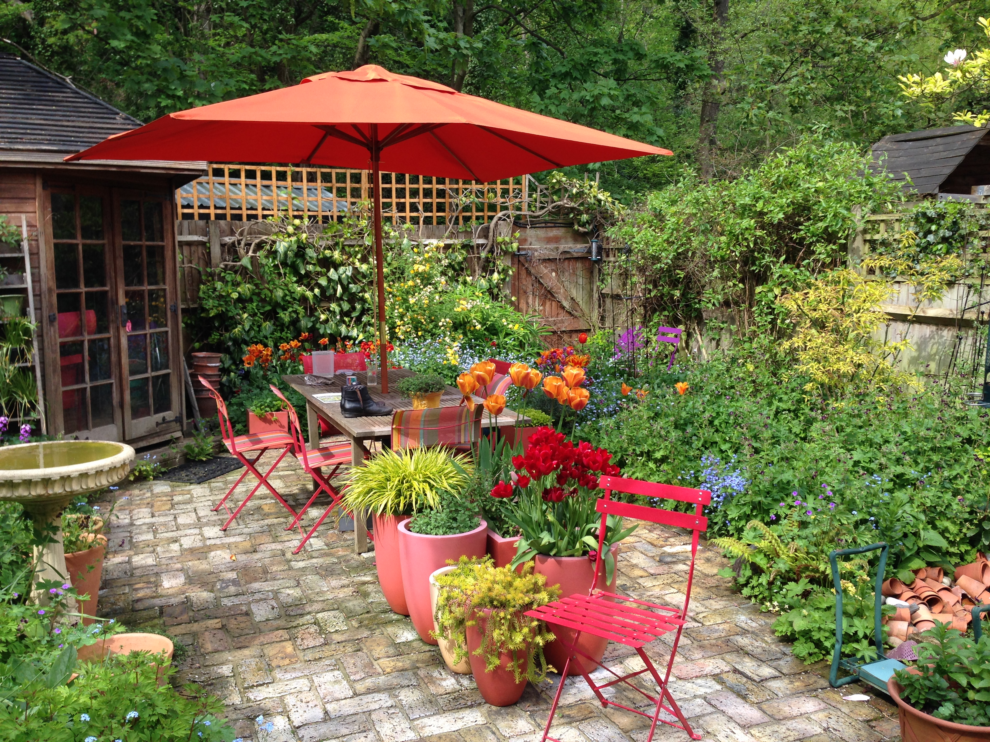Red and orange in cottage garden furniture